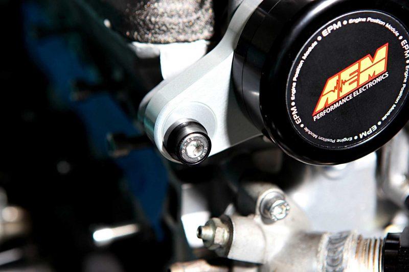 AEM Electronics Sensor Install in Honda B-Series 33